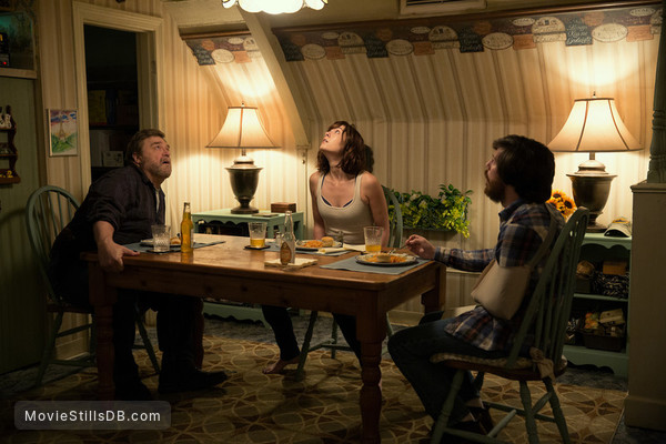 10 Cloverfield Lane - Publicity still of Mary Elizabeth Winstead, John Goodman & John Gallagher Jr.