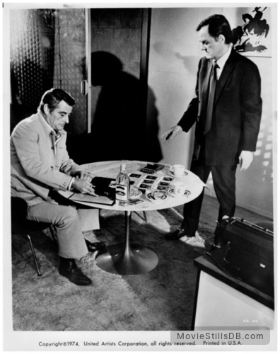 Bring Me the Head of Alfredo Garcia - Publicity still of Gig Young & Robert Webber
