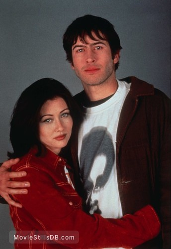 Mallrats - Promo shot of Shannen Doherty & Jason Lee