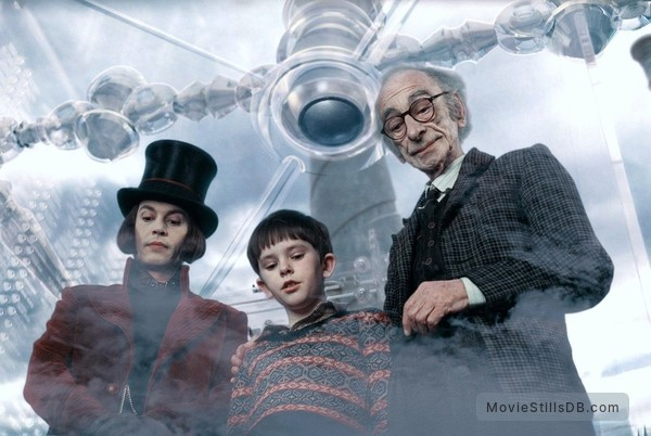 Charlie and the Chocolate Factory - Publicity still of Johnny Depp, Freddie Highmore & David Kelly