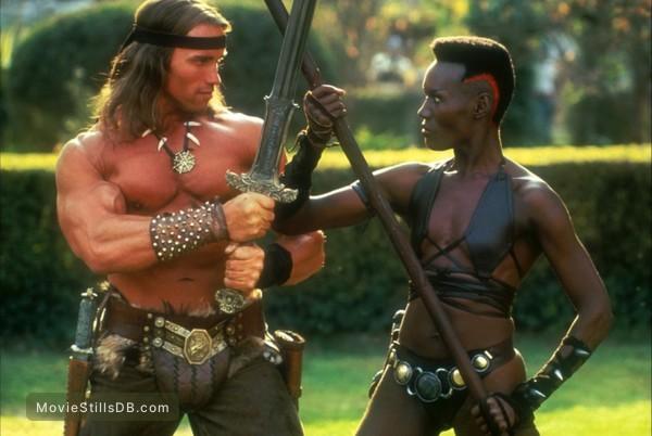 Conan The Destroyer - Publicity still of Arnold Schwarzenegger & Grace Jones