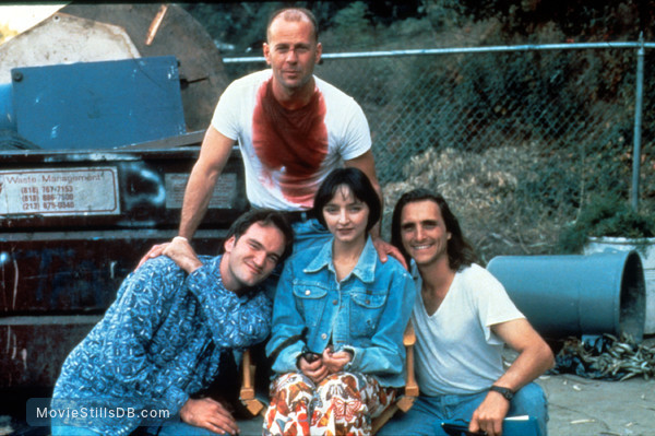 Pulp Fiction - Behind the scenes photo of Bruce Willis, Quentin Tarantino, Maria de Medeiros & Lawrence Bender