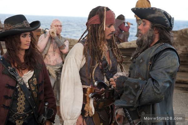 Pirates of the Caribbean: On Stranger Tides - Publicity still of Penélope Cruz, Johnny Depp & Ian McShane