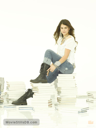 10 Things I Hate About You - Promo shot of Lindsey Shaw