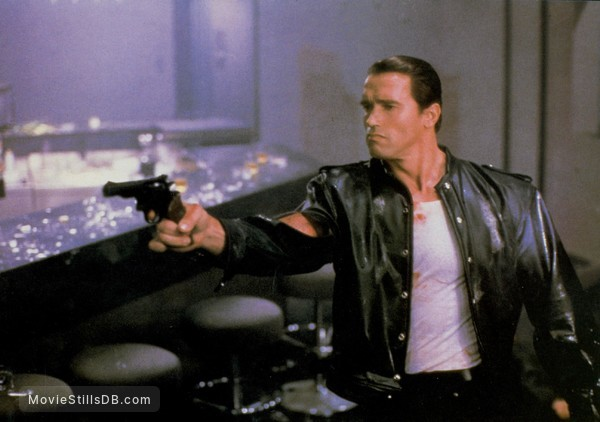 Raw Deal - Publicity still of Arnold Schwarzenegger