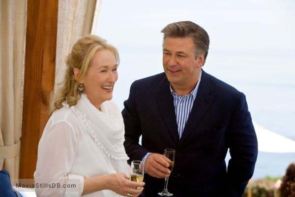 It's Complicated - Publicity still of Meryl Streep & Alec Baldwin