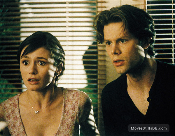 Scream 3 - Publicity still of Emily Mortimer & Matt Keeslar