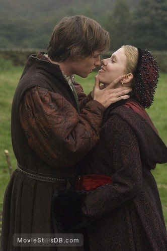 The Other Boleyn Girl - Publicity still of Scarlett Johansson & Eddie Redmayne