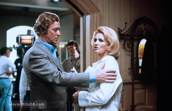 Dressed to Kill - Behind the scenes photo of Angie Dickinson & Michael Caine