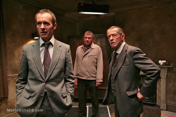 44 Inch Chest - Publicity still of John Hurt, Tom Wilkinson & Stephen Dillane