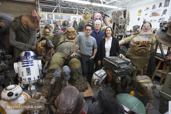 Star Wars: The Force Awakens - Behind the scenes photo of Jj Abrams & Kathleen Kennedy -i-