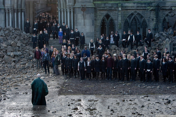 Harry Potter and the Deathly Hallows: Part II - Publicity still of Rupert Grint, Bonnie Wright, Evanna Lynch, Maggie Smith, Mark Williams, Julie Walters, Tom Felton, Oliver Phelps, Chris Rankin, Domhnall Gleeson, Clémence Poésy, Alfie Enoch, Katie Leung, Georgina Leonidas, George Harris, Devon Murray & Gemma Jones
