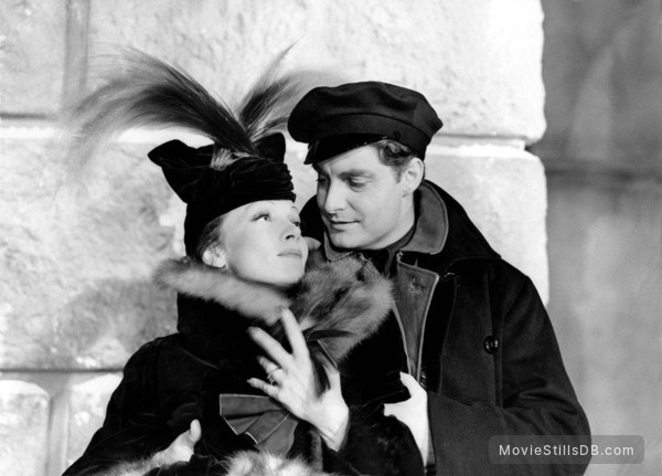 Knight Without Armour - Publicity still of Marlene Dietrich & Robert Donat