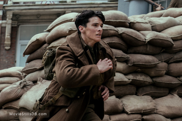 Dunkirk - Publicity still of Fionn Whitehead