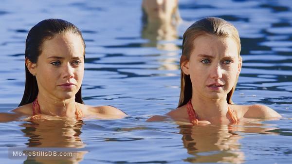 Mako Mermaids - Publicity still of Allie Bertram & Isabel Durant
