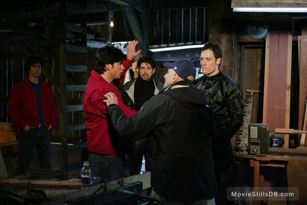 Smallville - Behind the scenes photo of Tom Welling & Tahmoh Penikett