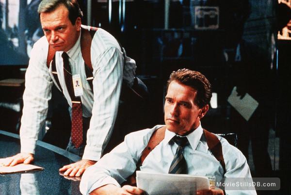 True Lies - Publicity still of Arnold Schwarzenegger & Tom Arnold