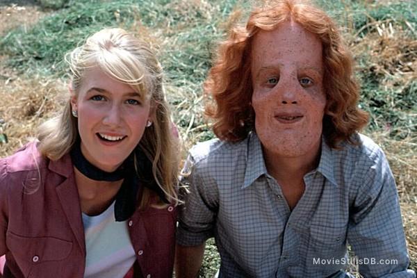 Mask - Publicity still of Laura Dern & Eric Stoltz