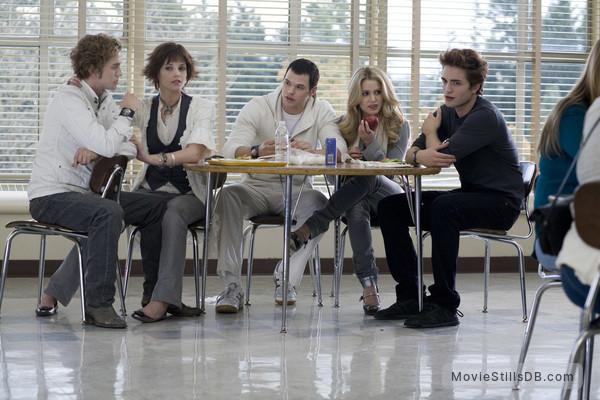Twilight - Publicity still of Nikki Reed, Robert Pattinson, Kellan Lutz, Jackson Rathbone & Ashley Greene