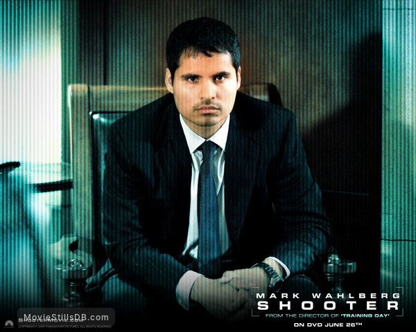 Shooter - Wallpaper with Michael Peña
