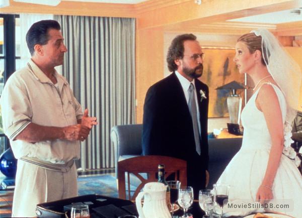 Analyze This - Publicity still of Robert De Niro, Lisa Kudrow & Billy Crystal