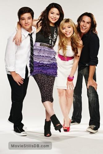 iCarly - Promo shot of Nathan Kress, Miranda Cosgrove, Jennette McCurdy & Jerry Trainor