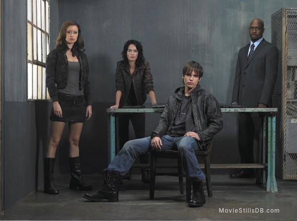 Terminator: The Sarah Connor Chronicles - Promo shot of Lena Headey, Thomas Dekker, Summer Glau & Richard T. Jones