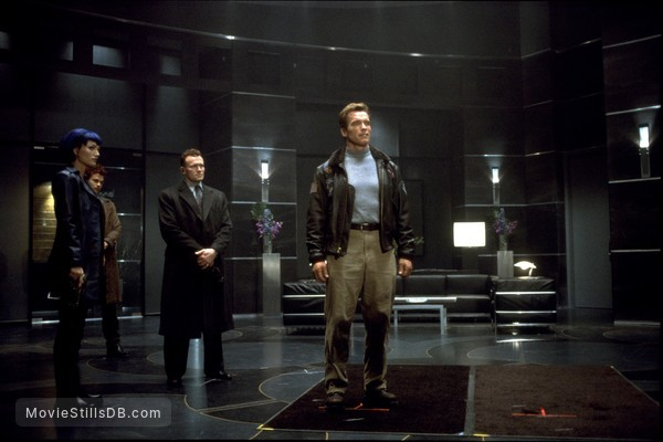 The 6th Day - Publicity still of Arnold Schwarzenegger, Michael Rooker & Sarah Wynter