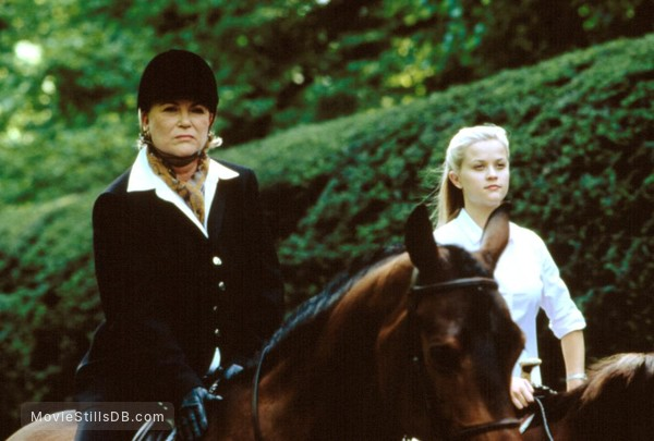 Cruel Intentions - Publicity still of Reese Witherspoon & Louise Fletcher