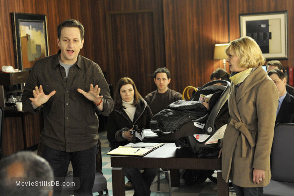 The Good Wife - Publicity still of Julianna Margulies, Martha Plimpton, Josh Charles & Santino Fontana