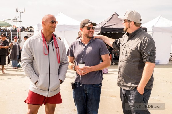 Baywatch - Behind the scenes photo of Dwayne Johnson, Seth Gordon & Beau Flynn