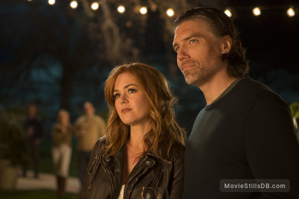 Visions - Publicity still of Isla Fisher & Anson Mount