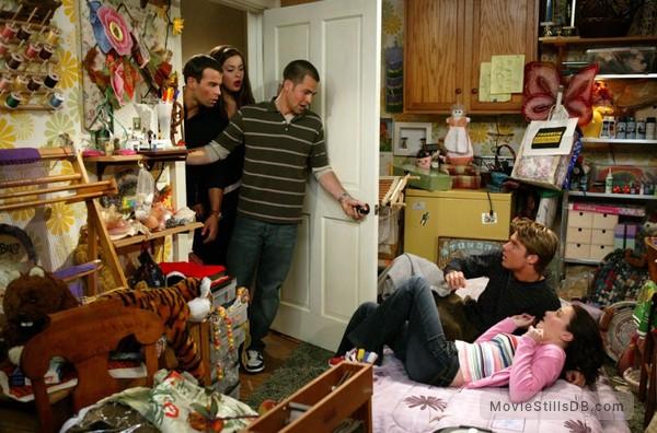 Run of the House - Publicity still of Joey Lawrence, Kyle Howard, Margo Harshman, Sasha Barrese & Jake McDorman