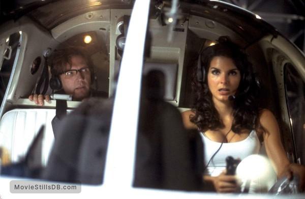 Agent Cody Banks - Publicity still of Angie Harmon & Martin Donovan