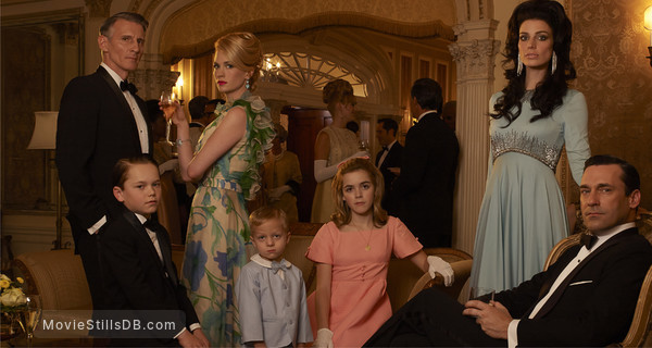 Mad Men - Promo shot of Christopher Stanley, Mason Vale Cotton, January Jones, Ryder Londo, Kiernan Shipka, Jessica Paré & Jon Hamm