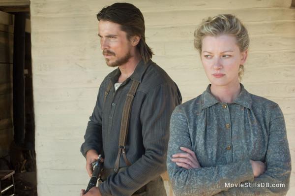3:10 to Yuma - Publicity still of Gretchen Mol & Christian Bale