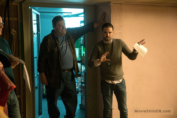 10 Cloverfield Lane - Behind the scenes photo of John Goodman & Dan Trachtenberg