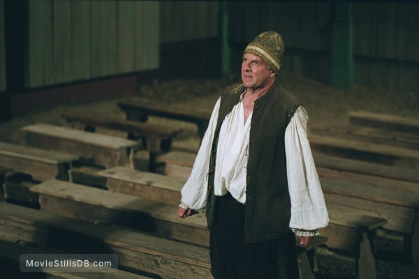 Stage Beauty - Publicity still of Tom Wilkinson