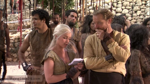 Game of Thrones - Behind the scenes photo of Emilia Clarke, Iain Glen & Elyes Gabel