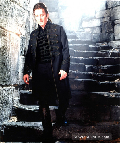 Van Helsing - Promo shot of Richard Roxburgh