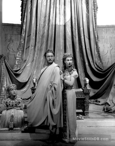 Caesar and Cleopatra - Publicity still of Vivien Leigh, Claude Rains & Anthony Harvey