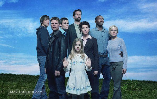 The 4400 - Promo shot of Mahershala Ali, Joel Gretsch, Billy Campbell, Conchita Campbell, Chad Faust, Jacqueline McKenzie, Laura Allen & Patrick John Flueger
