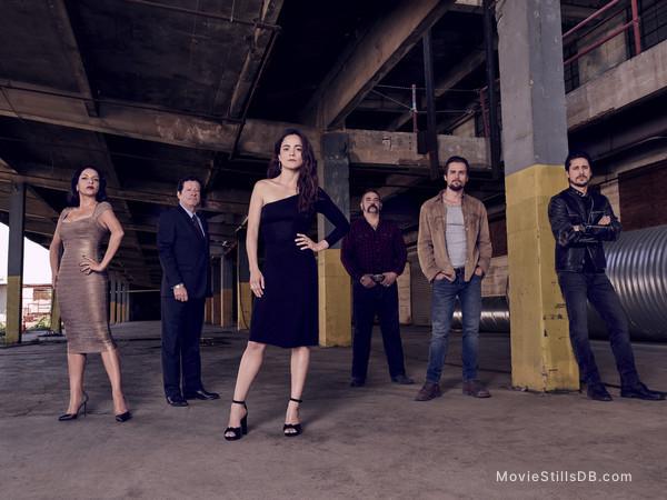 Queen of the South - Promo shot of Veronica Falcon, Joaquim de Almeida, Alice Braga, Hemky Madera, Jon Ecker & Peter Gadiot