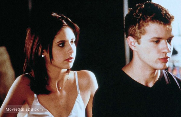 Cruel Intentions - Publicity still of Sarah Michelle Gellar & Ryan Phillippe