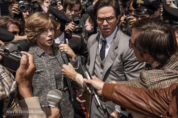 All the Money in the World - Publicity still of Mark Wahlberg & Michelle Williams
