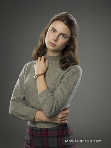 11.22.63 - Promo shot of Lucy Fry