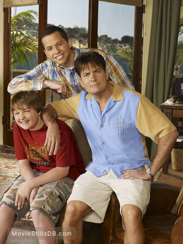 Two and a Half Men - Promo shot of Charlie Sheen, Angus T. Jones & Jon Cryer