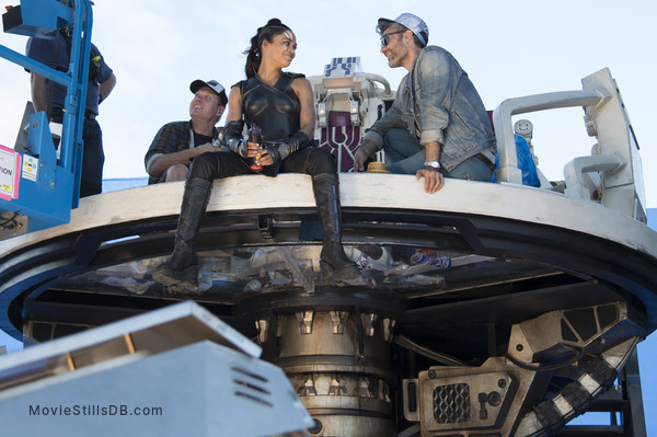 Thor: Ragnarok - Behind the scenes photo of Tessa Thompson & Taika Waititi
