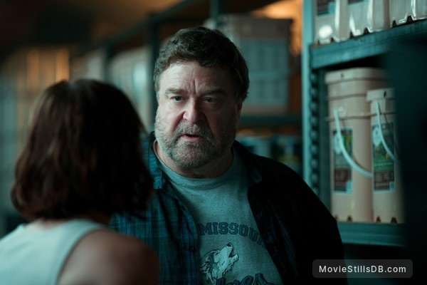 10 Cloverfield Lane - Publicity still of John Goodman