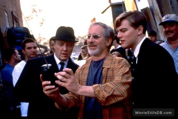 Catch Me If You Can - Behind the scenes photo of Christopher Walken, Steven Spielberg & Leonardo DiCaprio
